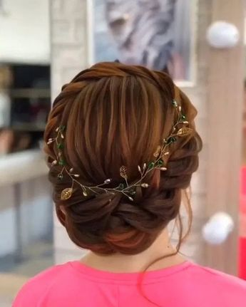 Updos hairstyle has always been filled with the lady's lady's atmosphere, a hairstyle that can bring more affection to the people, clean and neatly on the head, with a more refreshing scent, giving you full fashion charm and from the inside Self-confidence. Simple updos are full of the elegant temperament. The combination of black hair …