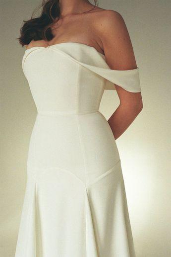 27b7ca7e3525d Off-the-shoulder wedding dress Minimalist wedding dress Mod