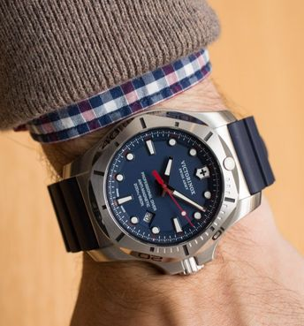d077af2720d Victorinox Swiss Army INOX Professional Diver Watch Hands-On Hands-On