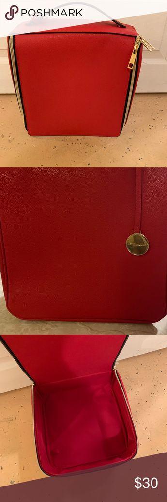 Estée Lauder Makeup Bag Beautiful Red Estée Lauder Makeup Bag Large Bag  never used New condition Estee Lauder Bags Cosmetic Bags & Cases