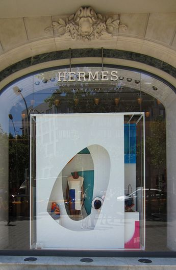 24b96f697f1 Vitrine Hermès Paris. Hermès windows Paris. Designed by Jo