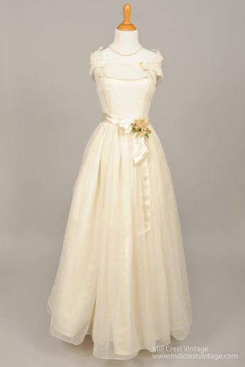 8c0f33ed45c 1950s Lace Embroidered Vintage Wedding Dress   Mill Crest