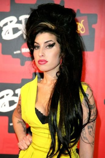 Bague de mariage : The 12 most memorable cat eyes of all time: Amy Winehouse