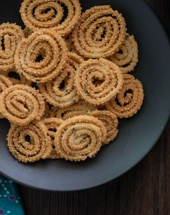 Learn how to make chakli crispy/ instant chakli / butter murukku recipe for diwali . Made instantly with rice flour. Fried or baked both are crunchy.