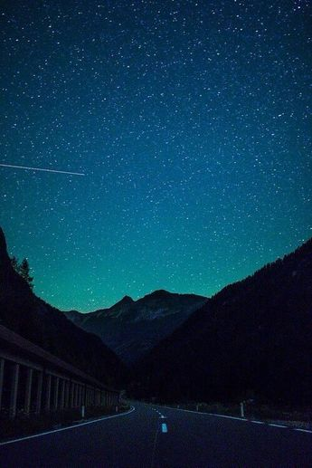 adventure-heart: The sky is beautiful -