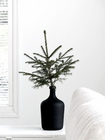 Photo 2 of 17 in 16 Modern Christmas Decorating Ideas Sure to Spread…