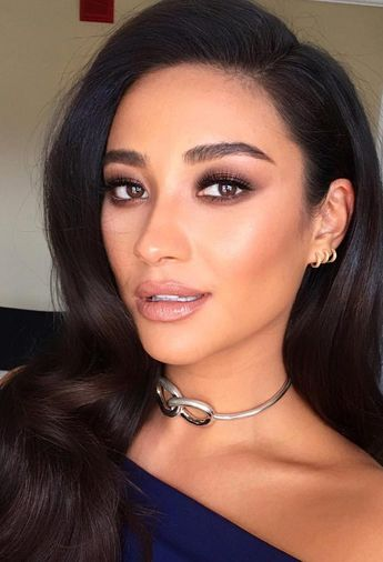 Gorgeous Hair-And-Makeup Combinations For Any Occasion