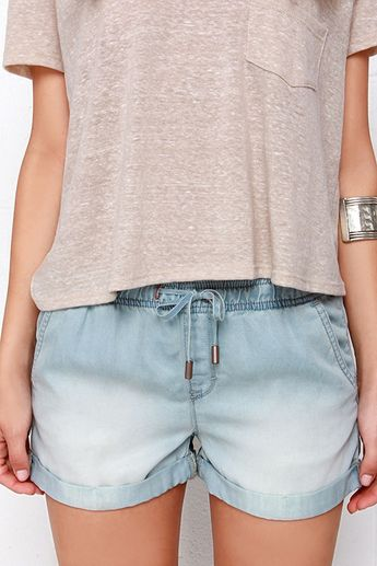 Dittos Sienna Light Wash Chambray Shorts