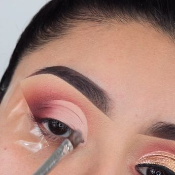 """MARIA CRISTINA on Instagram: """"Tutorial of the day ✨ ___________________ @colourpopcosmetics give it to me straight palette @moiracosmetics scandal eyes metallic duo…"""""""