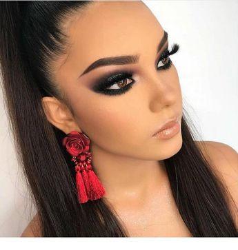Earrings and big eyelashes | Inspiring Ladies