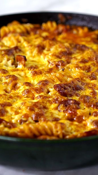 Confira a receita de Macarrão com Calabresa Gratinado do Tastemade Brasil