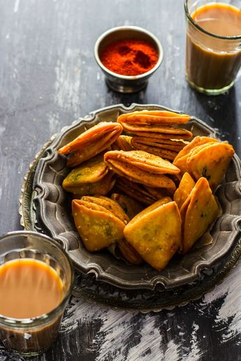 Farsi Khaman Puri / Poori - Deep Fried Spicy Crackers