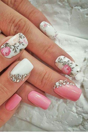 Sophisticated nail art for spring with pink flowers