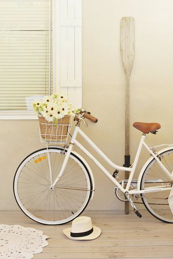 a resolution and a white vintage bike