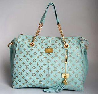 Optez pour ce sac Louis Vuitton bientôt disponible sur leasy luxe // www.leasyluxe.com #blue #louisvuitton #leasyluxe