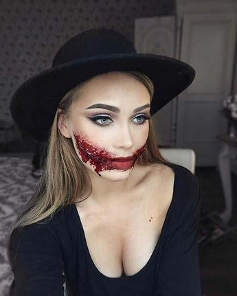 23 Easy Halloween Costumes Using Only Makeup: #8. SLIT MOUTH HALLOWEEN MAKEUP ID
