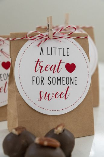 Use these A Little Treat for Someone Sweet Valentine Gift Tags to give little bags of chocolate or candy to your friends. Perfect for kids, class, or teacher gifts. #valentinecards #freeprintable #valentinesday