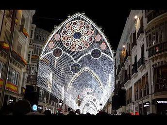 Luces Navidad de Vigo contrastan con Acampada reclamando vivienda en Ayu...