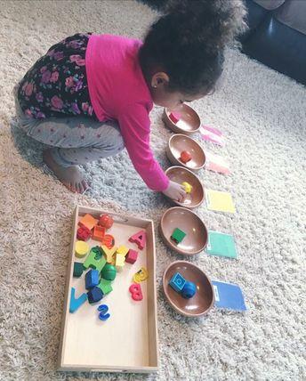Easy color matching activity, Montessori learning activity, teaching colors, color sorting for 3 year olds, toddler school, tot school