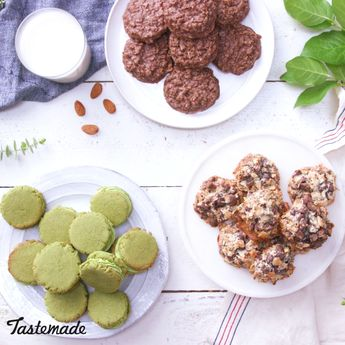 These almond milk cookies are easy, sweet, and delicious.