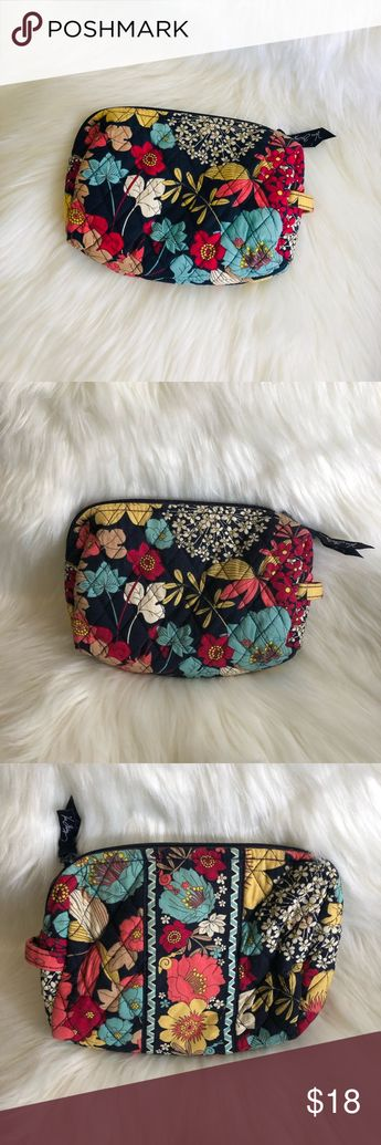 🌺NEW LISTING🌺 Vera Bradley makeup pouch bag Gently used Vera Bradley makeup bag. No stains or tears. In excellent condition.   ❌OFFERS TROUGH OFFER BUTTON ONLY❌ ❤️BUNDLE & SAVE❤️ Vera Bradley Bags Cosmetic Bags & Cases