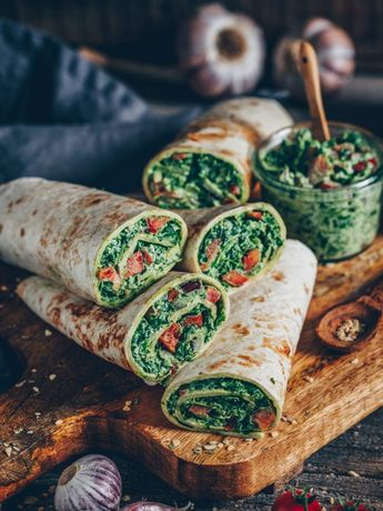 Spinach wraps with cashew cheese (vegan)