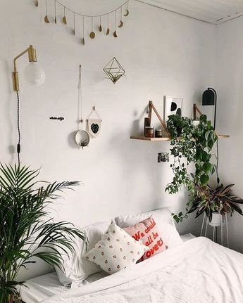 Find Out Inspiring Tips To Decorate Small Bedroom Design Using Houseplant 2018