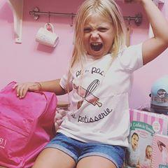 ❤️CONCOURS TERMINÉ ❤️ Tente de gagner un lot de ma boutique comprenant : 1 t-shirt (à ta taille bien sûr) • mon agenda et mon livre dédicacés • 1 cartable • ____________________________________________ #concours #shop #latelierderoxane #teamgourmandise