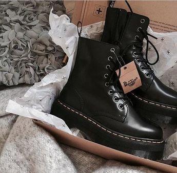 Les Dr. Martens ! Un grand classique en noir. #shoesaddict #shoes #drmartens #black #noir #chaussures