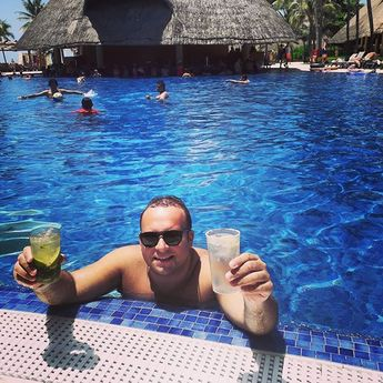 Quando sei indeciso…di quell'indecisione BELLA 🍹🍹🍹🤩🤩🤩🤩🌴🌴🌴🌴 #poolparty #mexico #instadaily… – combustive-argument