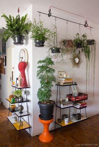 Veja 15 ideias para suportes de plantas que você pode adaptar em qualquer cantinho da sua casa ou apê! Dá para adaptar objetos inusitados e criar um belo
