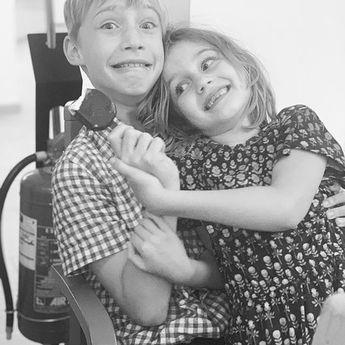 Sharing is caring! #siblings #sharingiscaring #brotherandsister #kids #kidshavingfun #icecream nofilter pins  Sharing is caring! #siblings #sharingiscaring #brotherandsister #kids #kidshavingfun #icecream #love #family #lody #podzielsie #cutekids
