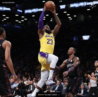 a28f0032adf In first game against LeBron James  Lakers