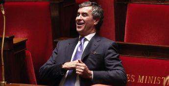 Le quotidien Le Monde révèle mercredi que le compte suisse de Jérôme Cahuzac a été ouvert en 1992 par un proche de Marine Le Pen.