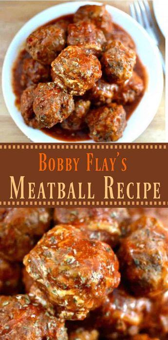 Mit einer Kombination aus 3 Fleischgerichten in einer hausgemachten Marinara-Sauce wird Bobby Flays italienisches Fleischbällchen-Rezept sicher schnell zu Ihrem Favoriten!   Der gemütliche Koch   #Meatballs #BobbyFlay #Meat #ItalianFood #Italian #SideDishes #Pasta #Spaghetti #GroundBeef #MarinaraSauce #BestMeatballRecipe #ComfortFood #Dinner