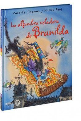 """La catifa voladora de la Brunilda de Valeria Thomas i Korky Paul. Ed. Blume. """"La Brunilda sempre havia volgut tenir una catifa voladora. Però la catifa que li han regalat és molt entremaliada. Un dia, el Bru s'hi queda adormit i la catifa surt disparada per una finestra. Com s'ho farà la Brunilda per salvar el seu gatet? Doncs amb molt de valor i una mica de màgia! Una nova aventura de la simpàtica bruixa Brunilda i el seu inseparable gat Bru... sempre es troba involucrada en situacions d'allò més còmiques i que en comptades ocasions els seus poders màgics li fan algun tipus de servei. Els encanteris normalment li comporten conseqüències inesperades, i justament aquest fet és el que fa que les seves històries resultin tant divertides per al públic infantil."""""""