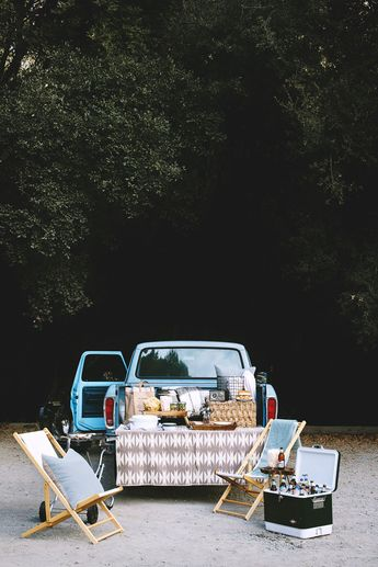 Fall = tailgate season! There's nothing quite like an afternoon spent outdoors, tailgating with friends before a big event, on a crisp, fall day. And to think, it's just the pre-party! It's surprising how easy it is to elevate your tailgate with just a couple of tips and a few portable components.