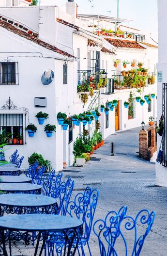 Mijas street. Charming white village in Andalusia | Costa del Sol | Southern Spain #amazingphotos #visitspain #turismospain #loves_spain #ok_spain #be_one_spain #socialtravellers