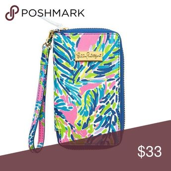 Tiki Palm Lilly Pulitzer Wristelt Lovely wristlet in great condition! Also fits iPhones 5/5s. Lilly Pulitzer Bags Clutches & Wristlets