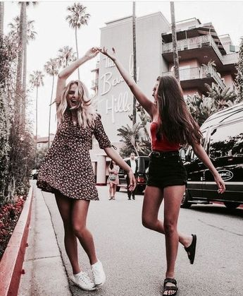 Dancing our way into the weekend like 💃 💃 What are your plans this weekend? Tell us! 👇🏼👇🏼#foundonweheartit #bestfriends #weekendplans #BeverlyHills