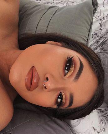 #makeup #beauty #eyeshadow #eyeshadowlooks #makeupflatlays #makeupphotography #luxurymakeup #affordablemakeup #makeupjunkie #makeupporn #makeuphoarder #beautyaddict Charlotte tilbury, luxury makeup, sephora, huda beauty, natasha denona, kyliecosmetics, kkw, contouring, baking, highlighter, blinding highlighter, jaclyn hill, nikki tutotials, jefree star, holygrail products, wishlist, makeup wish list, cut crease, halo eye, glitter, sparkle, beauty blogger, beauty blog, the makeup aficionado, make