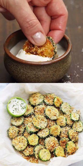 Chips de courgette au parmesan et à l'ail cuits au four - Croustillant et savoureux ...  #chips #courgette #croustillant #cuits #parmesan #savoureux