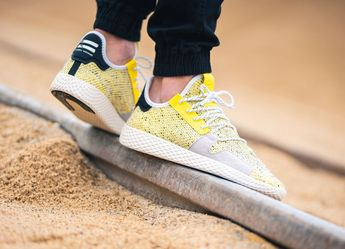 competitive price 3e03c 77fea Adidas PW Afro Tennis Hu Scarlet et Yellow Pharrell Williams (2018)