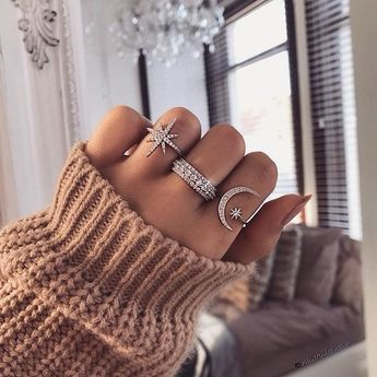 Reach for the stars ✨ @phantomjewels #jewelry
