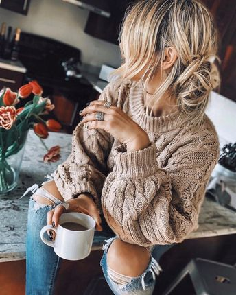 cozy sunday...🥞 #home #messyhair #hairstyles #ootd #cozy #coffeelove