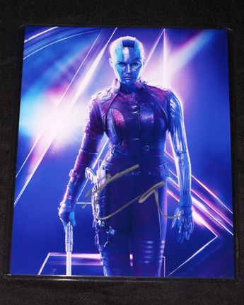 Karen Gillan HAND SIGNED 8x10 PHOTO Nebula Avengers Infinity War Marvel 790