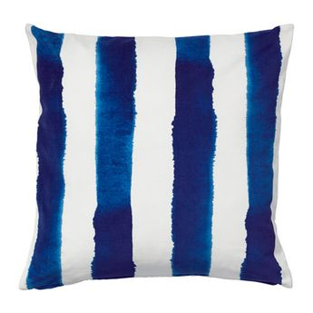 SOMMAR 2016 Cushion cover IKEA The zipper makes the cover easy to remove.