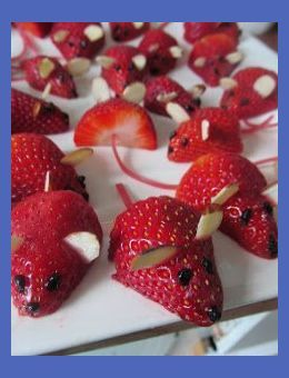 Strawberry Mice Fun food Helthy snacks for kids Fruit dessert Simple Easy Quick Decoration buffet party +++ Ratones de fresa divertida sana saludable postre par... | Snacks For Kids Party | Best Dried Fruit For Toddlers | Filling Bedtime Snacks For Toddlers | Savoury Snacks For Toddlers. #sweetiepiebaby #Best of Veggie - vegetarische Rezepte