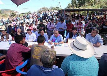 Gobernador de Guerrero se reúne con familiares de músicos asesinados