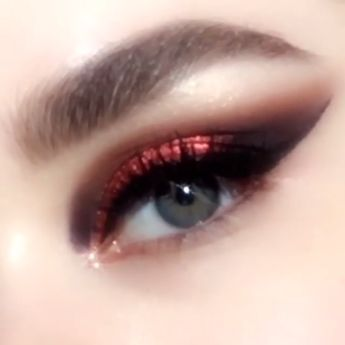 MOTHERSHIP V: Bronze Seduction Eyeshadow Palette, $125; Featuring a rose gold, metallic copper red, and plum cat-eye tutorial. Gorgeous warm-toned fall/winter palette with vibrant jewel tones. Perfect for autumn makeup looks and the upcoming party season. NOW for EARLY ACCESS. #eyemakeuptutorial #fallmakeupidea #rosegoldeyemakeup #coppereyemakeup #patmcgrathlabs #eyemakeupidea
